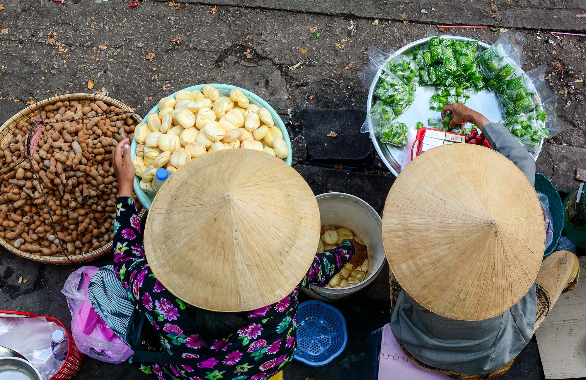 ho-chi-minh-city-vietnam-street-food-vendors-baskets-cover
